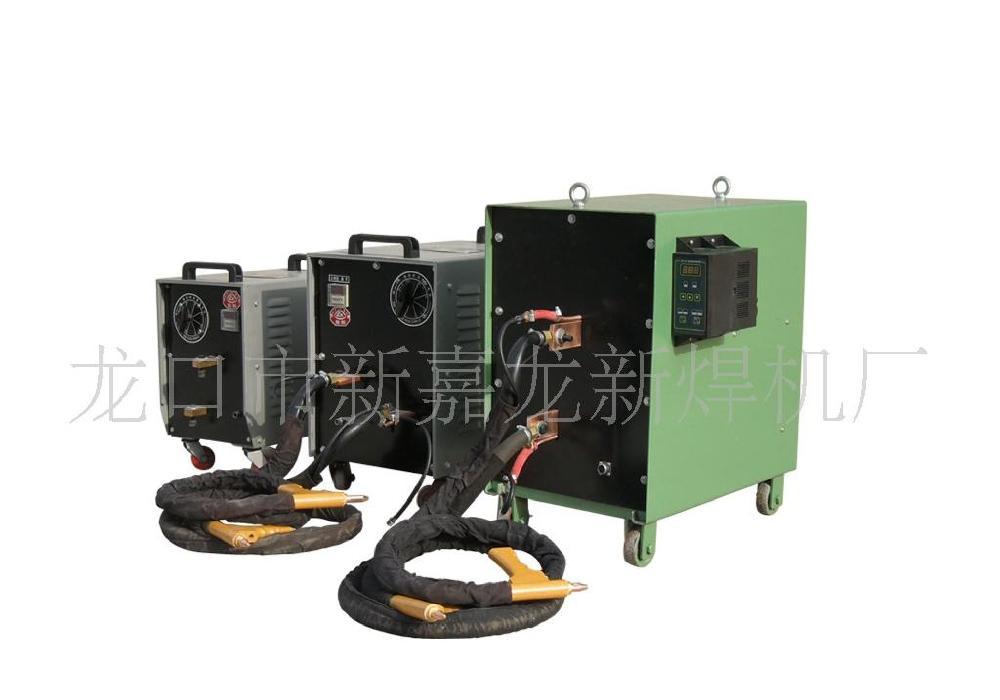 交流点焊机系采用双面双点过流焊接的原理,工作时两个电极加压工件使两层金属在两电极的压力下形成一定的接触电阻,而焊接电流从一电极流经另一电极时在两接触电阻点形成瞬间的热熔接,且焊接电流瞬间从另一电极沿两工件流至此电极形成回路,不伤及被焊工件的内部结构。 点焊的工艺过程为开通冷却水;将焊件表面清理干净,装配准确后,送入上、下电极之间,施加压力,使其 接触良好;通电使两工件接触表面受热,局部熔化,形成熔核;断电后保持压力,使熔核在压力下冷却凝固 形成焊点;去除压力,取出工件。焊接电流、电极压力、通电时间及电极